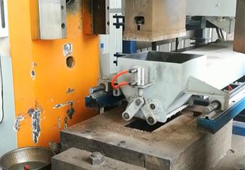<b>电动螺旋压力机自动布料系统</b>